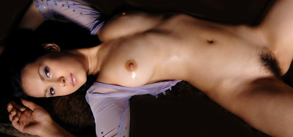 Maria Ozawa Laying down